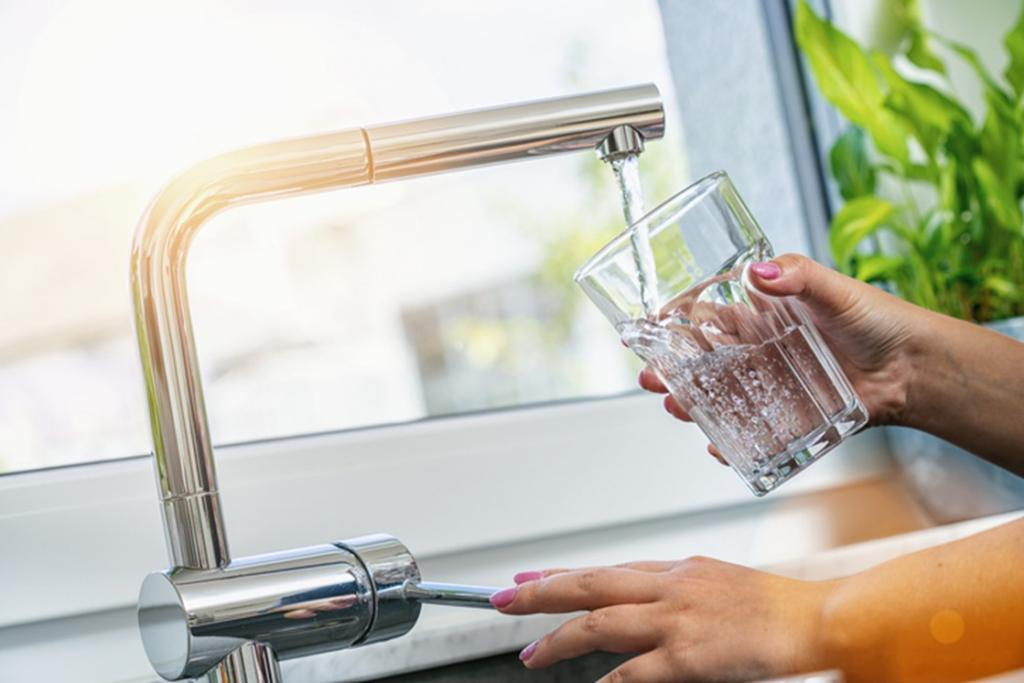 Filling water glass from faucet